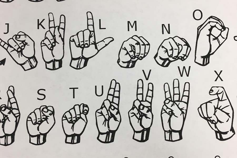 Students+learn+American+Sign+Language+in+new+club