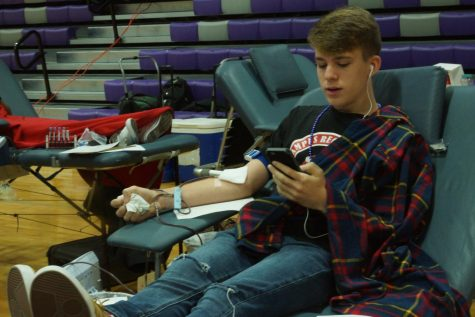 Students donate in fall blood drive