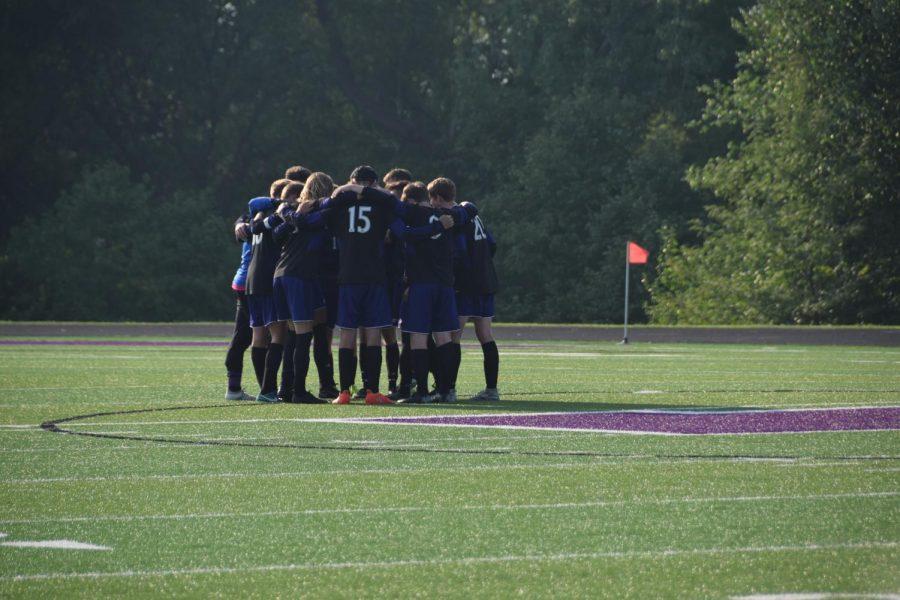 Returning+seniors+lead+varsity+soccer
