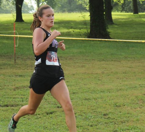 Grace Hanson runs in first meet at Wyandotte County Park. photo by Jodi Soptic