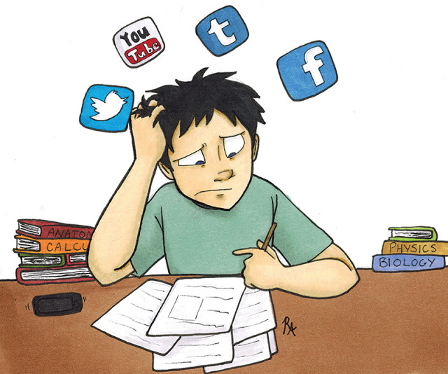 Social+media+distractions+can+cause+students+to+become+behind+on+schoolwork+and+unfocused+on+Zoom.