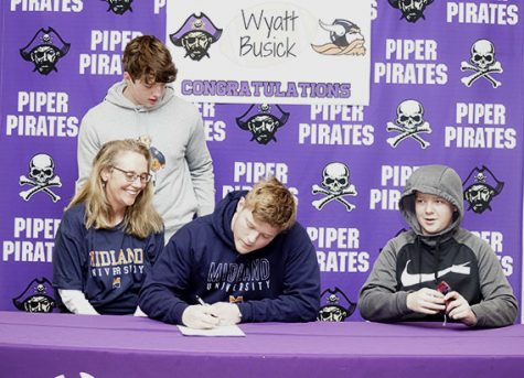 Busick, Cobbs, Macon, Vazquez sign to future colleges