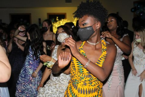 Nevaeh Fakeye and other students dancing at the senior prom.